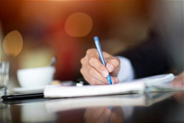 بررسی تأثیر فزونی انباشت وجه نقد و تصمیمات مالی بر ارزش شرکت با …